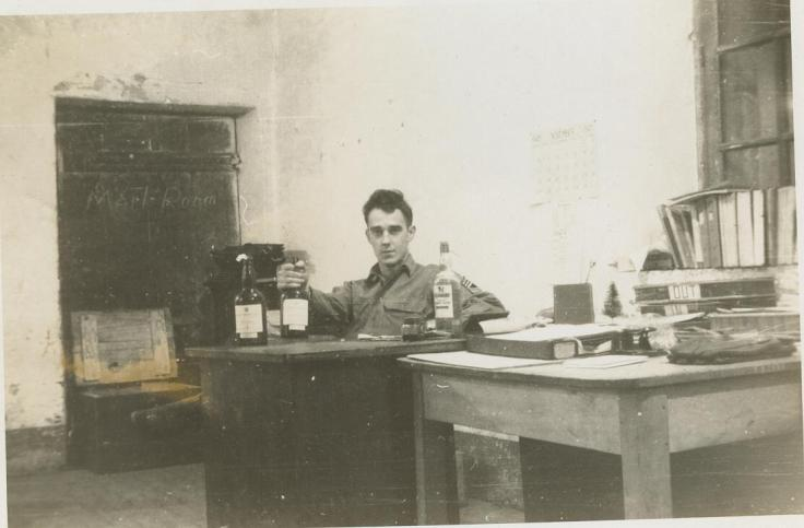 Dad war Desk 001